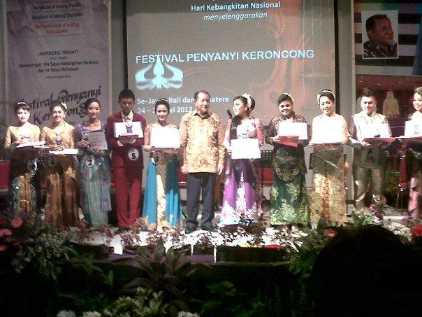 Finalis Festival Penyanyi Keroncong Se-Jawa, Bali, dan Sumatera, kategori dewasa sumber foto: kjbonline.blogspot.com