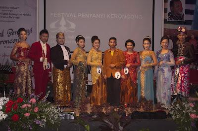 Finalis Festival Penyanyi Keroncong Se-Jawa, Bali, dan Sumatera, kategori SMP & SMA/Sederajat  sumber foto: kjbonline.blogspot.com